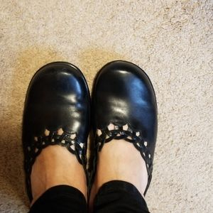 Clarks Clogs  black  lace like and scallop edgeEUC